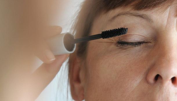 日本「化妝療法」 有助減輕失智症狀
