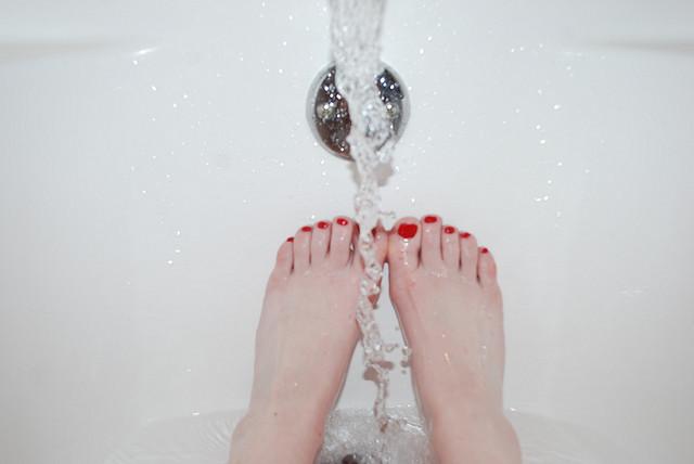 世上沒有「天生的胖子」!想瘦,洗澡洗久一點!