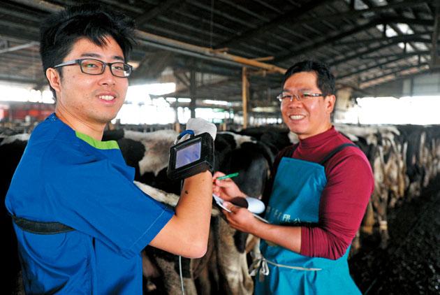 獸醫挺酪農 自己的牛奶自己救