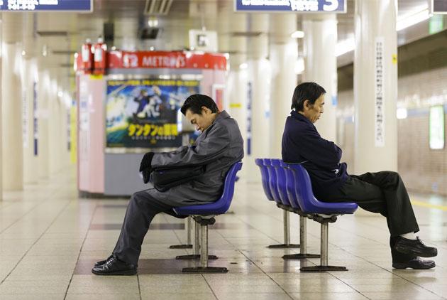 電車上也睡、開會也睡 象徵勤勞的日本瞌睡文化