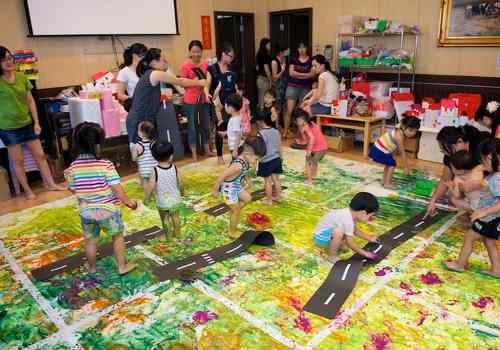 孩子的集体大型创作,最美丽的疯狂涂鸦回忆图片