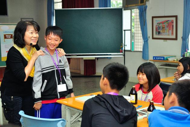 龍應台:作文課就是公民課 用一張紙跟一支筆走...