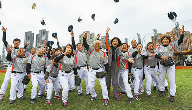 平均69歲的熱血棒球隊,就算跌倒也是榮耀!