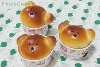 可愛小熊探出頭來─蘋果麵包