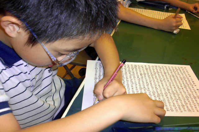 教養專家張旭鎧:小孩真的不能太早拿筆寫字嗎?