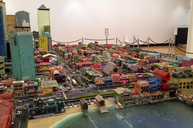 Lola:澳洲環保文創-回收紙箱創作的樂高城市