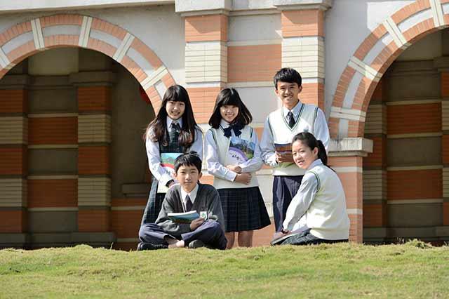 維多利亞高中  數學課也用英語教
