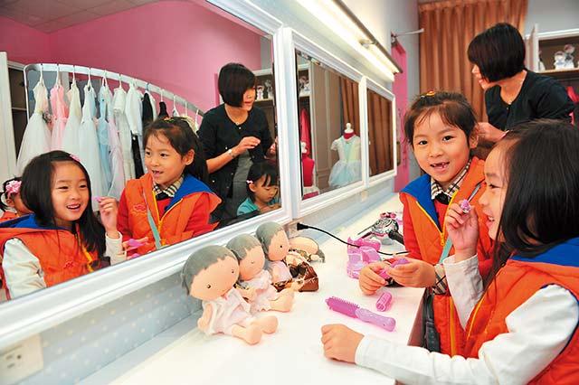 麗嬰房采衣館:做一日名模和頂尖設計師