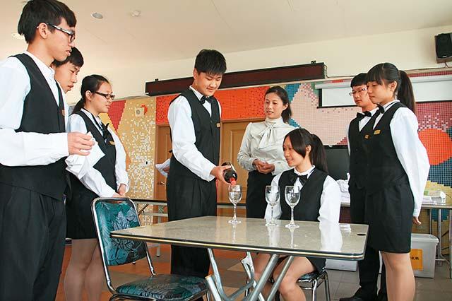 金門、澎湖區:津貼、補助留住在地學生