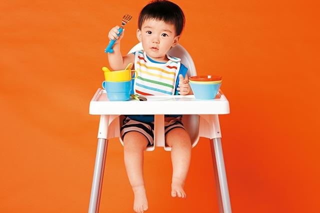 把握二到四歲關鍵期,讓孩子學會自己吃飯