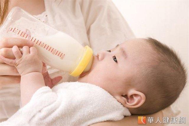 寶寶一哭就餵奶?恐「餵」食道逆流
