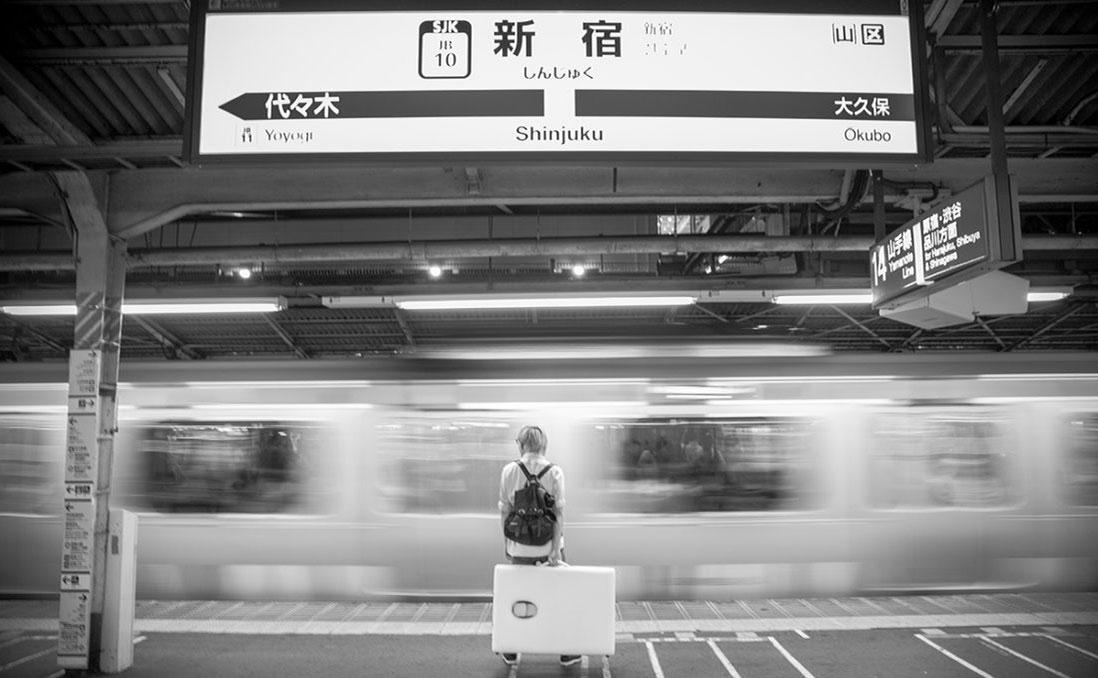 背床出門的攝影師──他用一把橡膠槌子,敲出日本就職、創業路