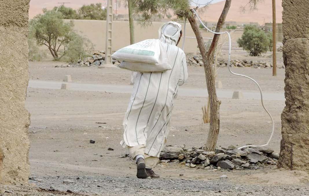 """那些揹布袋的人,教會我什麼是伊斯蘭""""Zakat""""精神:善待最窮困者,就像善待阿拉"""