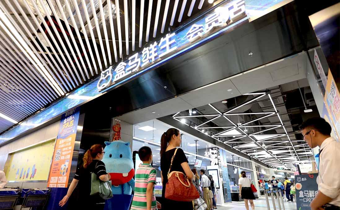 【認識「新零售」】現場直擊:沒有推車、自助結帳、免提免運的「盒馬鮮生」──中國超市的面貌,正被馬雲快速翻轉中