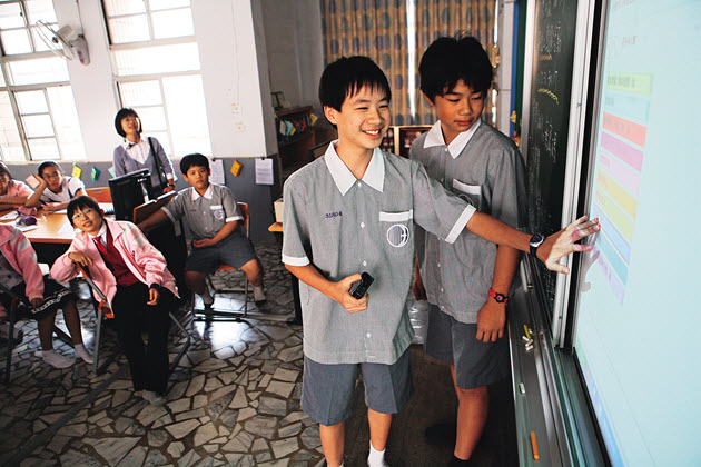 Electronic Whiteboards Open 'Anywhere Door'