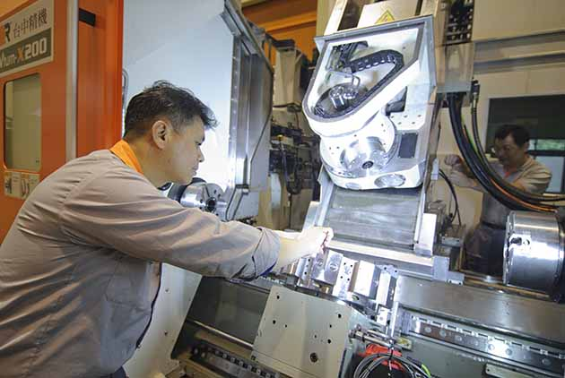 Machinery Industry Takes Aim at Trillion-Dollar Goal
