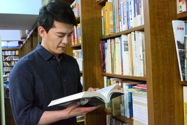 【離線已讀,放不下的書本】謝哲青:閱讀...