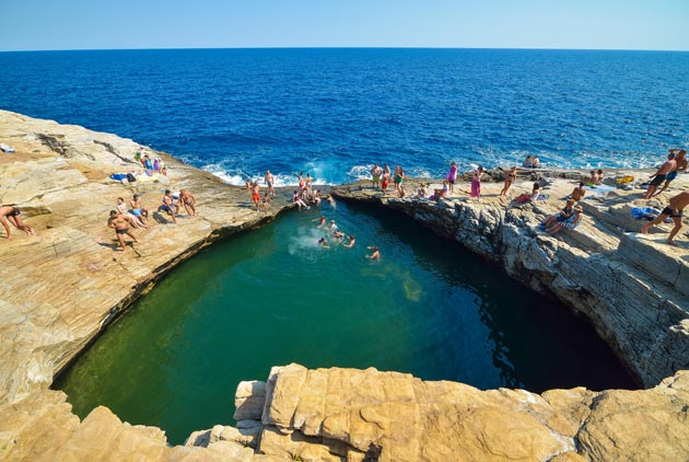 想在兩個大陸板塊間游泳,只能來這了