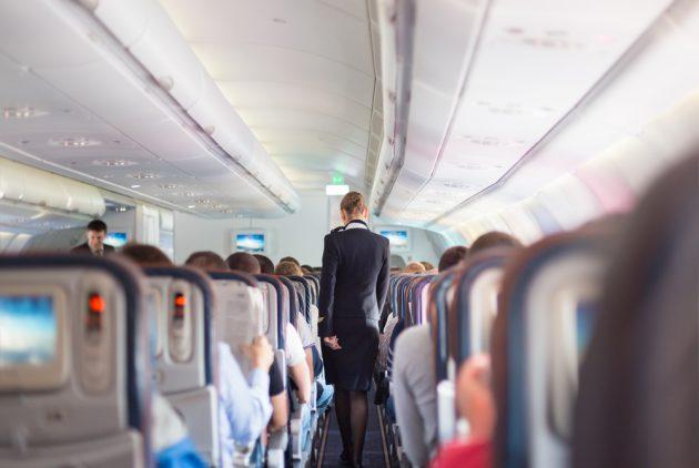 飛機上有人走來走去 不要罵他,他是對的!