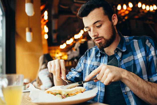 一個人吃飯容易憂鬱、也容易早死