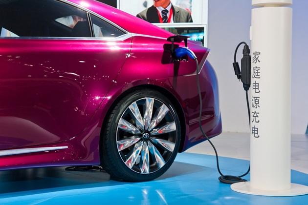 中國推電動車,為何你家的白鐵門要漲價?