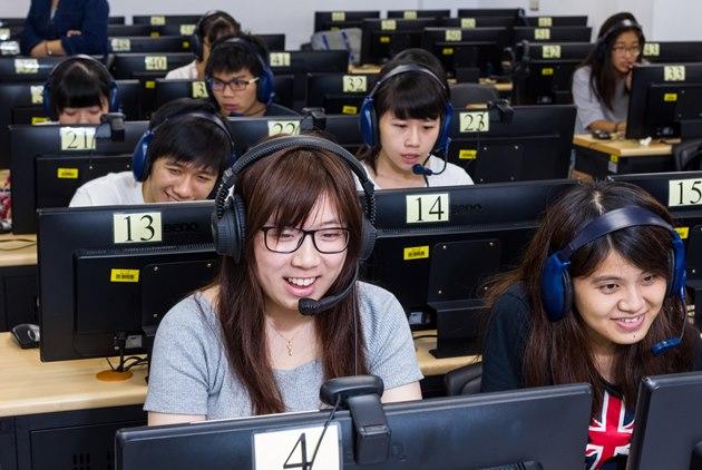 淡大學生面對專業學伴 用台灣美食征服戰鬥民族