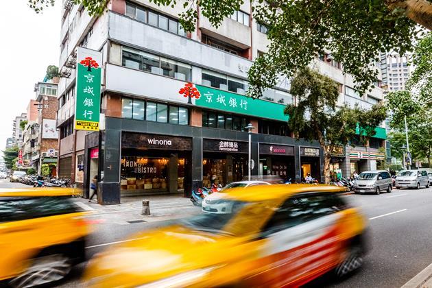 從一樓搬到二樓,台灣小銀行發生什麼事?