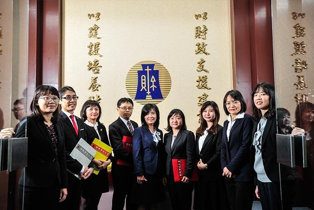 默默贏過韓國 這群稅官如何突破台灣的外交困境