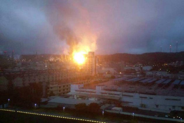 桃園煉油廠爆炸,大火如火球