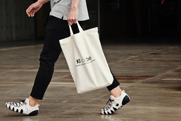【社企流】這款「零黏著劑」的鞋子不僅拯救鞋廠工人健康,還讓顧客大玩拼拼樂