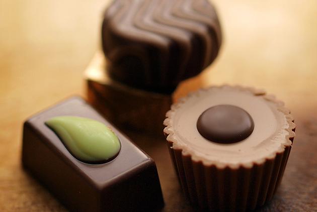 大口吃巧克力  防老人痴呆、高血壓