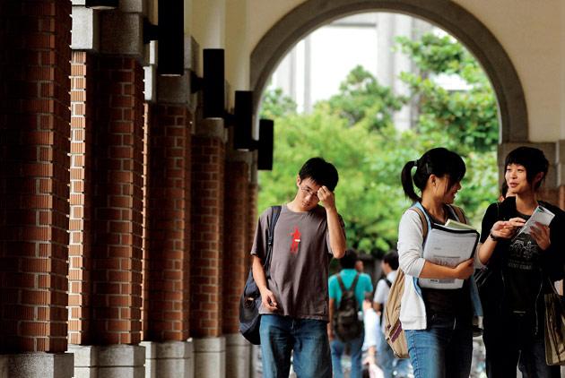 調查看天下/辦學績效進步卓越大學,前3...