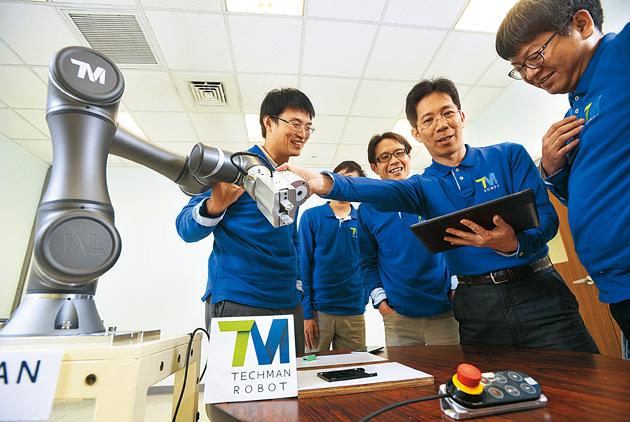 瞞著老闆研發 光碟廠做出機器人