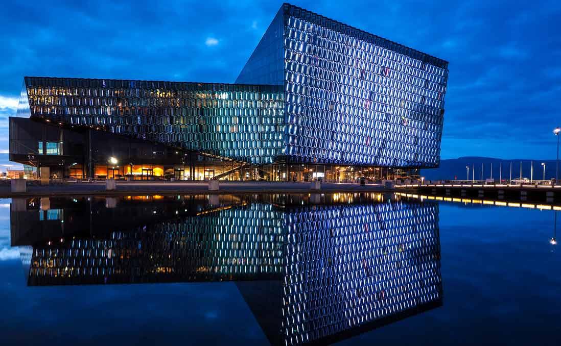 為什麼破產的冰島,堅持要完成世界知名的Harpa音樂殿堂?