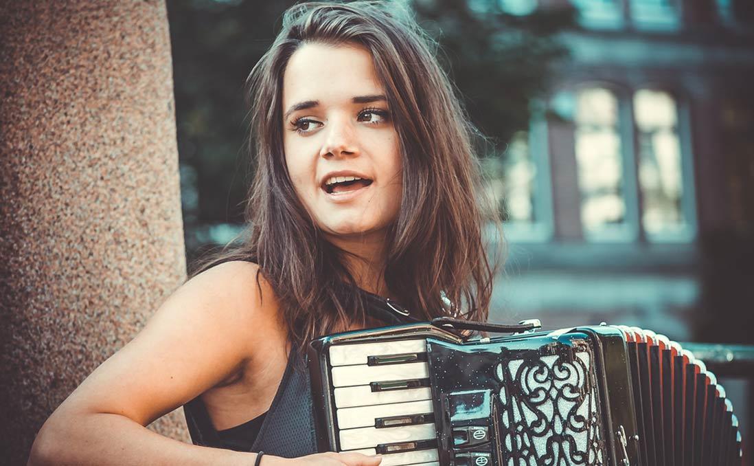 致:十五歲,拿著琴想出國的你