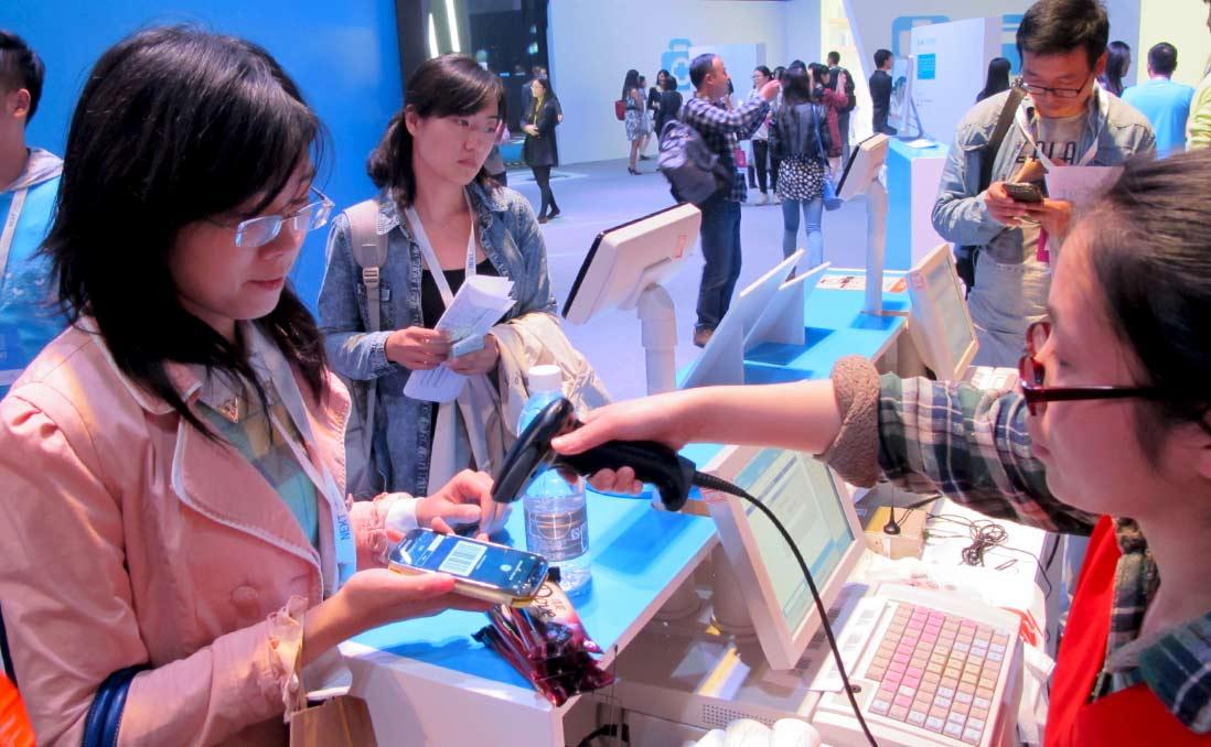 在中國,「身無分文」的行動支付極為方便,卻影響了孩子的金錢觀