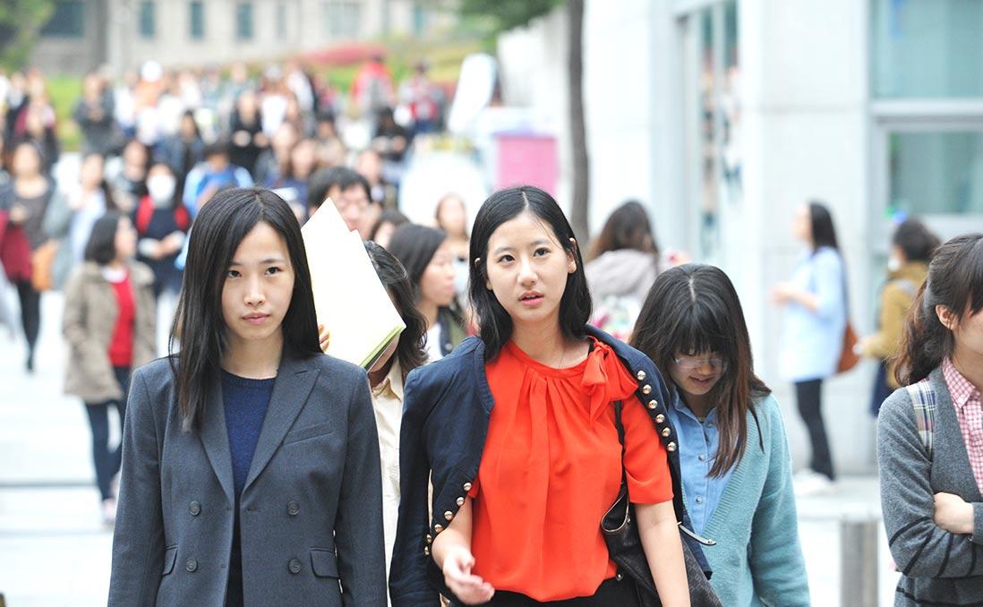 直擊韓國傳銷大會現場──職業婦女vs.家庭主婦,日韓女性的抉擇與壓力