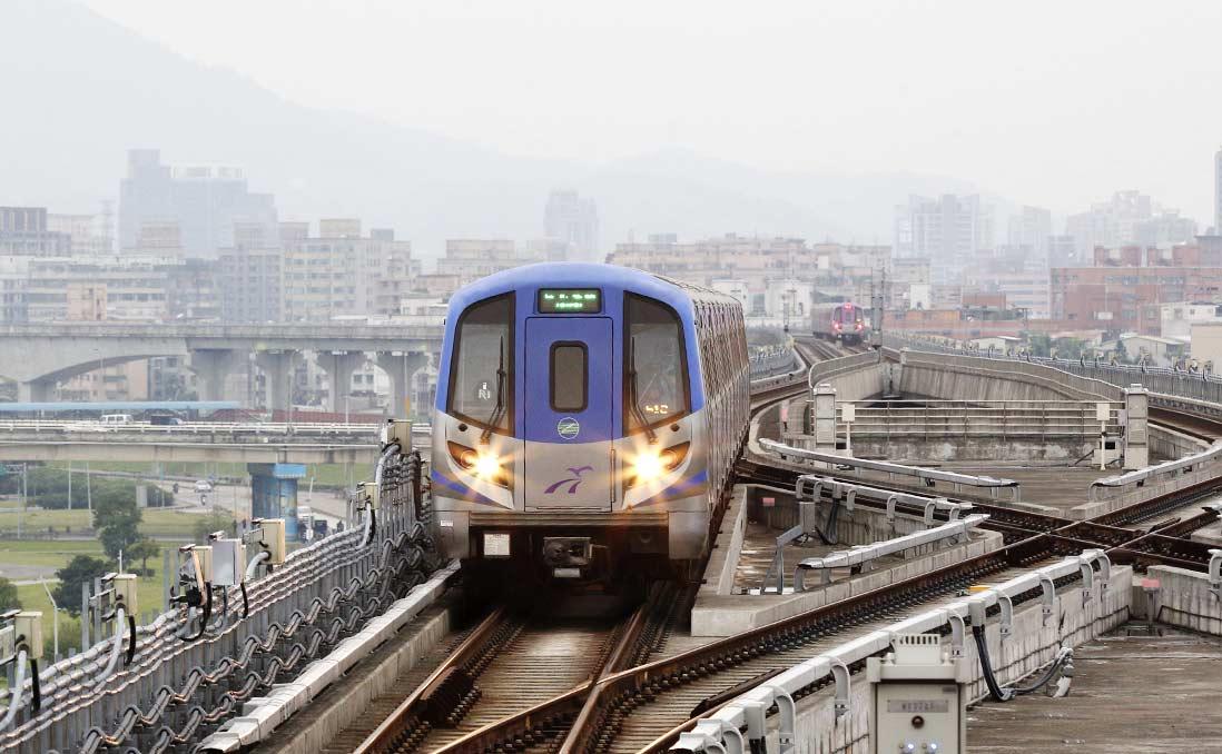 台灣人,你怎麼不生氣?──無人聞問的機場接駁系統,與浮濫卻未配套的高鐵站