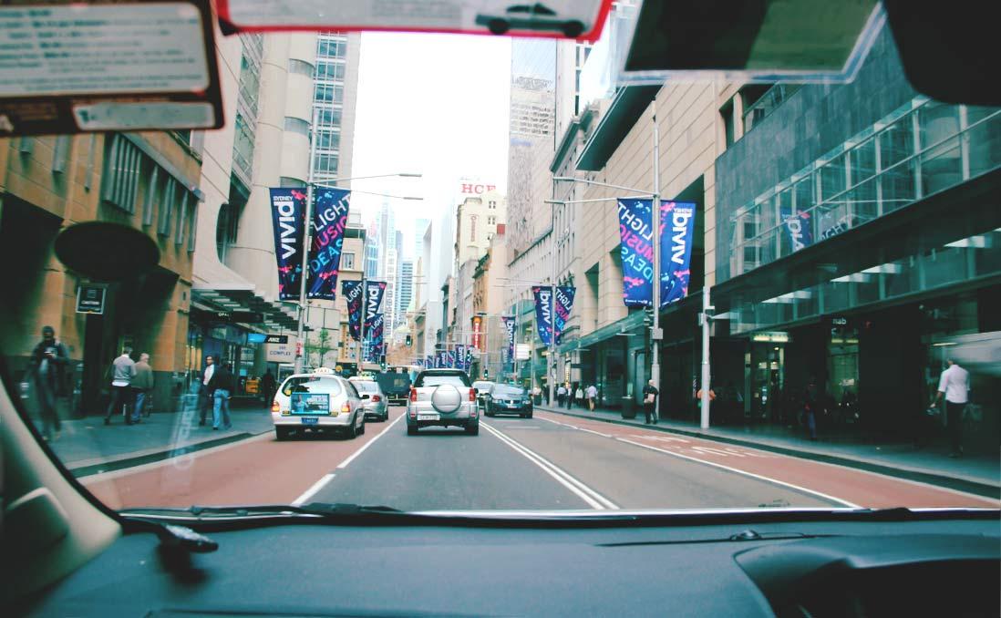 Uber征服雪梨的這一天,好多人半夜睡在車裡面──它要回來台灣了,你真的歡迎嗎?