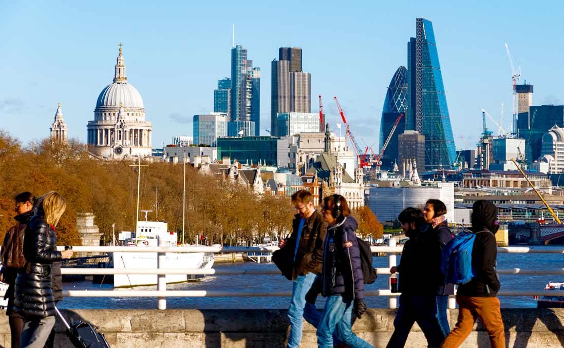 「是什麼讓你決定留在倫敦工作?」──沒為什麼,只因為不想讓自己後悔