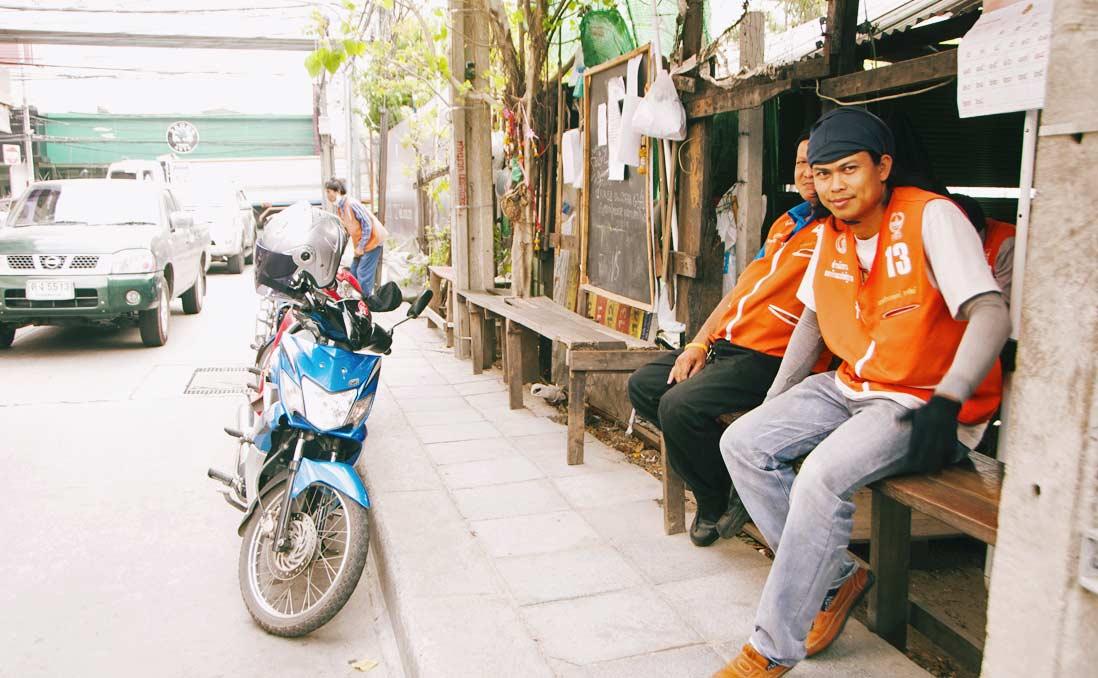 與你生死相繫、深入城市肌理的曼谷摩托計程車