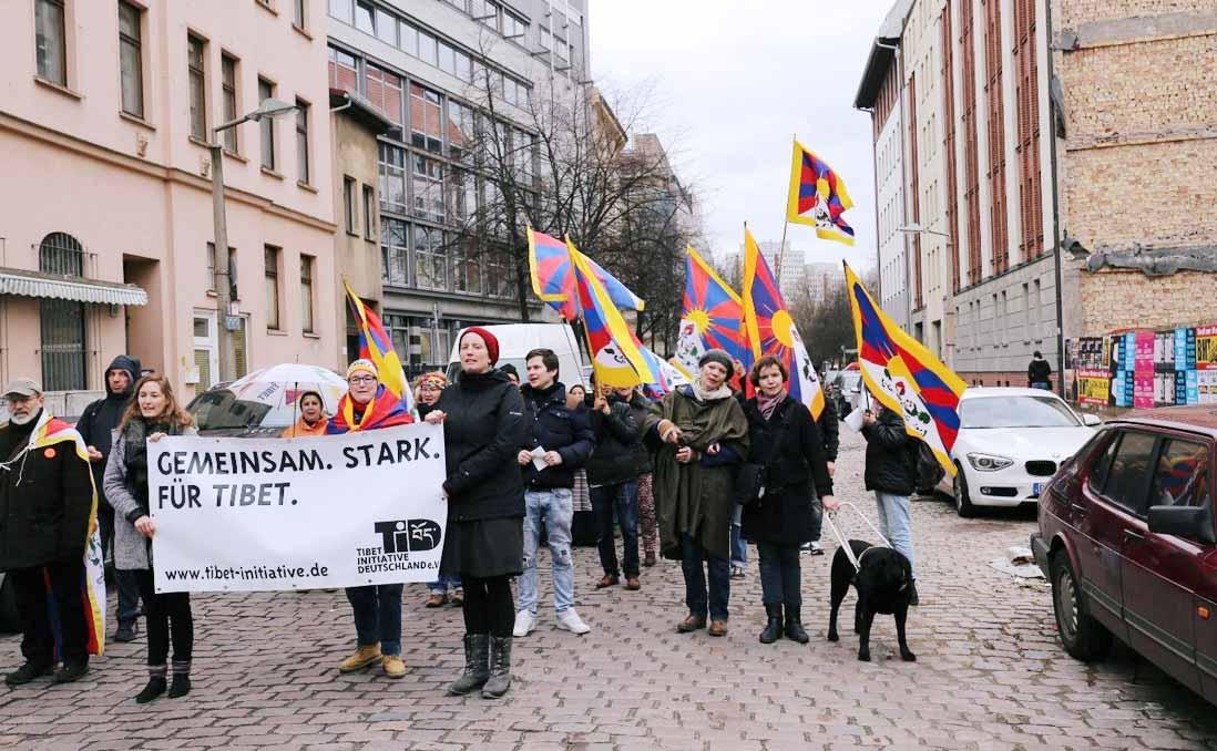 在世界各地流浪了58年的難民、自由度比北韓還低的故鄉──在柏林,我為藏人走上街頭