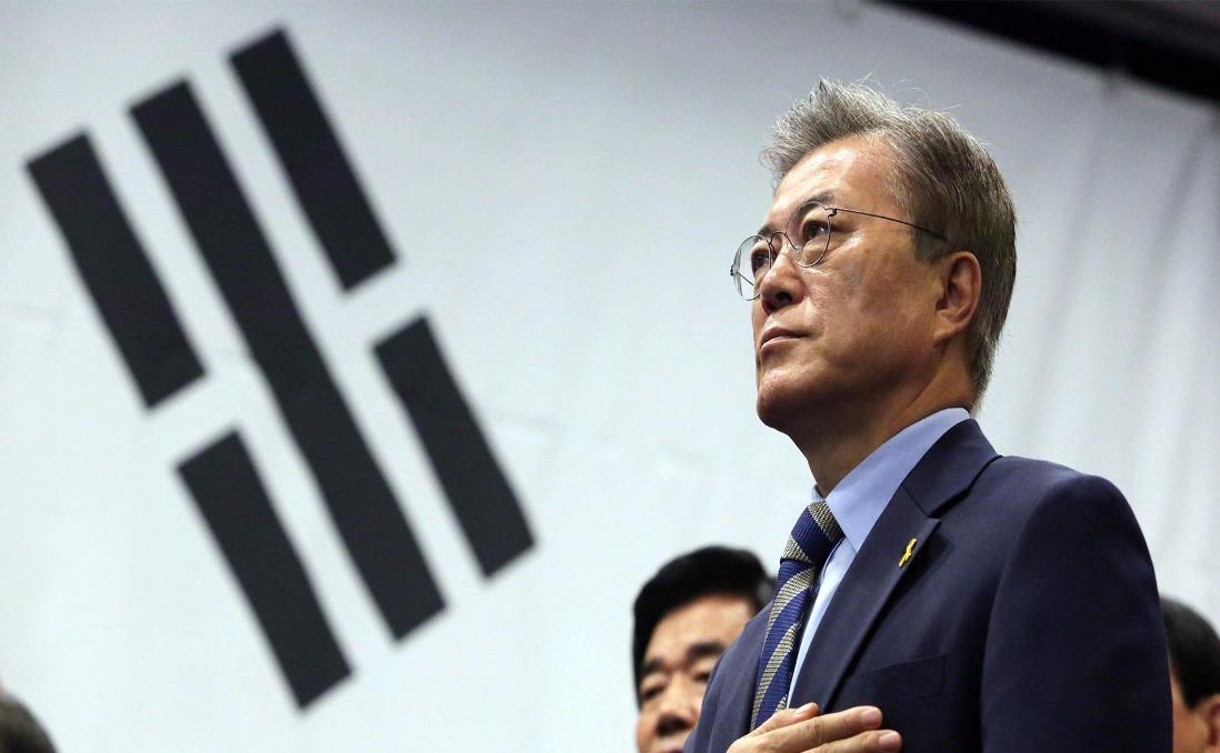 別再急著「造神」:認識南韓新總統文在寅,朴槿惠 40 年來的「對照組」,真能走出新局嗎?