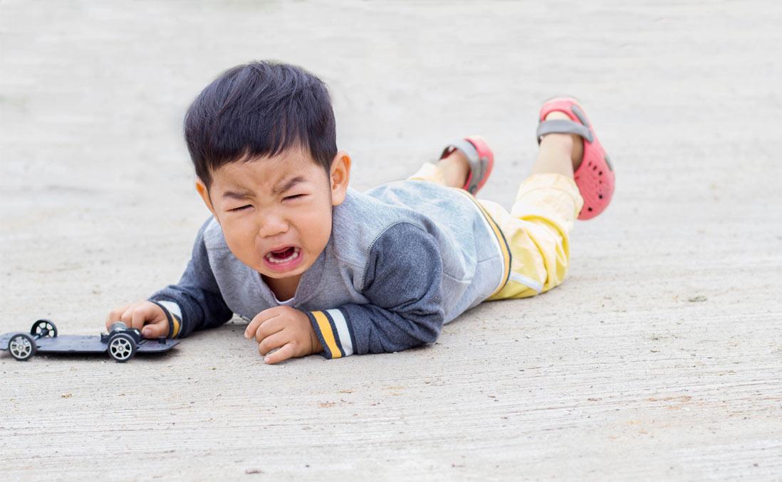 「給你三秒鐘,不准哭」──這樣的親子教育,能讓我們學會面對情緒嗎?