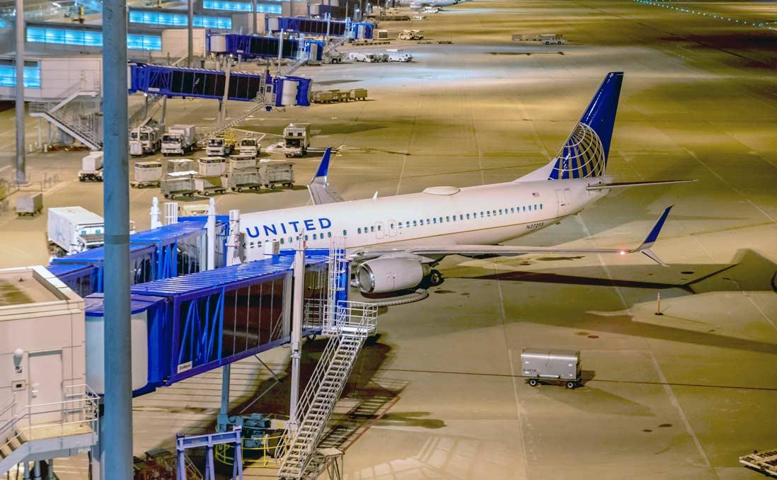 為什麼毆打乘客、服務惡劣的航空公司,股價卻創下歷史新高?消費者真的愚笨可欺嗎