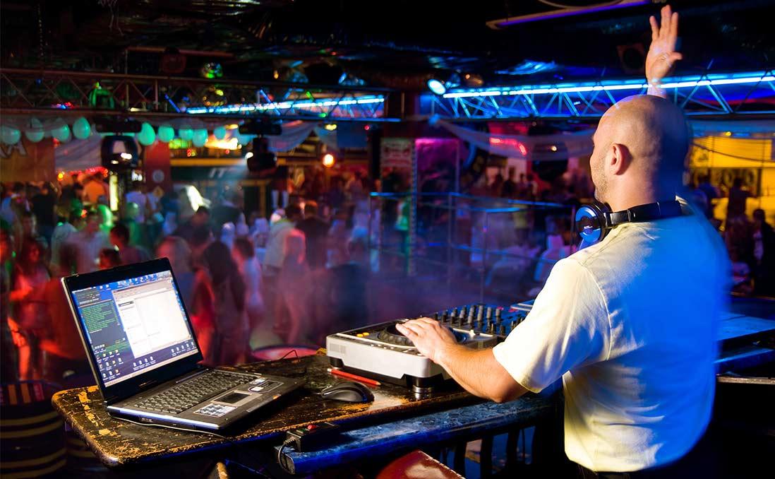 大灣區小DJ,科技之都的另類成功記──他的毅力,比我MBA同學還令人尊敬