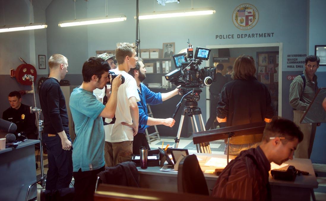 【獨家】「客戶瘋了嗎?」──好萊塢美術指導:你所不知道的電影幕後 (中英雙語)