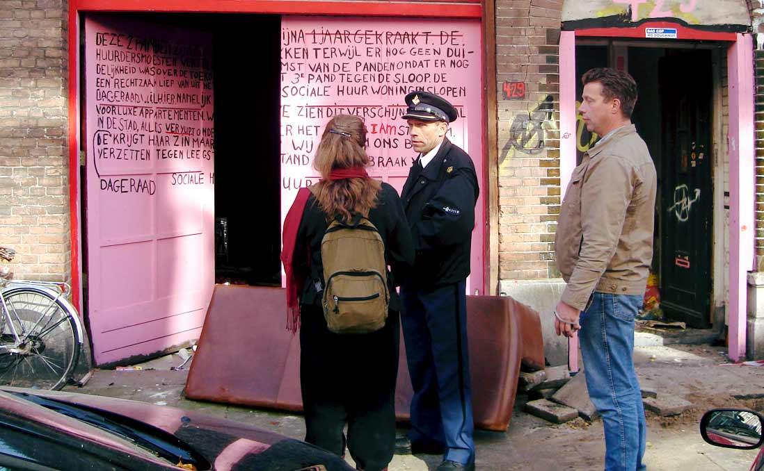 「佔領空屋是違法的」──然而,捷克警察向佔屋者致謝