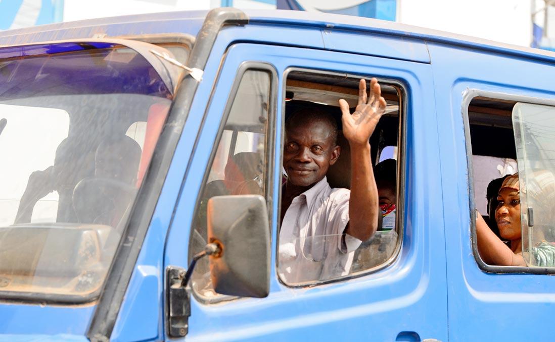事業成敗在於「車」──在司機看不懂地圖、與導航唱反調的迦納,我用麵包車闖天下