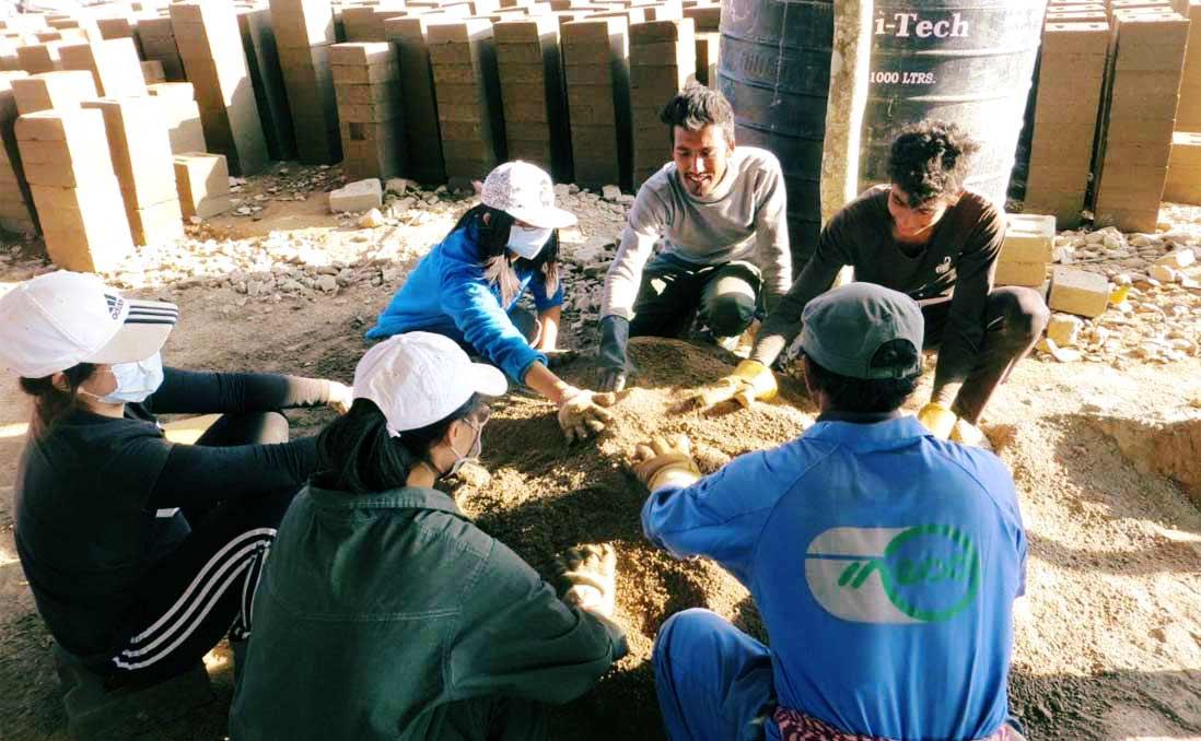 尼泊爾強震過後:一起重建社區,一起放鬆大笑